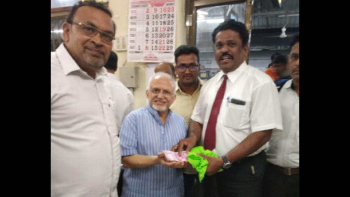 Mumbai Meri Jaan: Ticket checking staff's gesture towards passenger who lost Rs 2 lakh cash is winning hearts