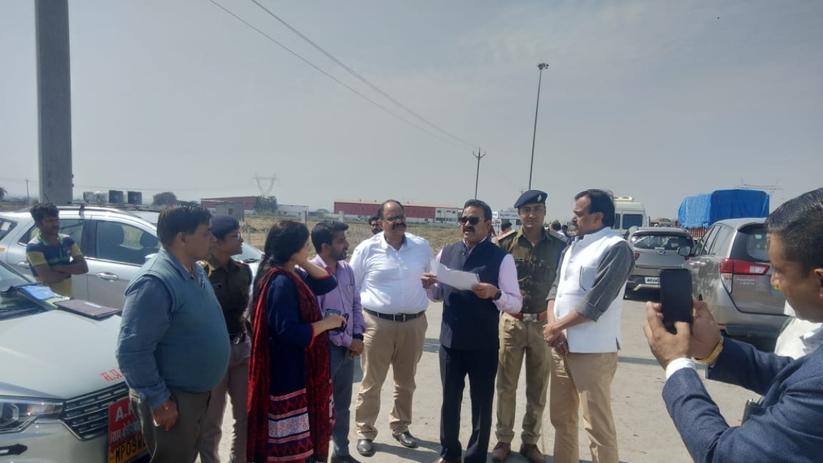 Indore: Transport commissioner joins action against tax violators, 10 vehicles seized