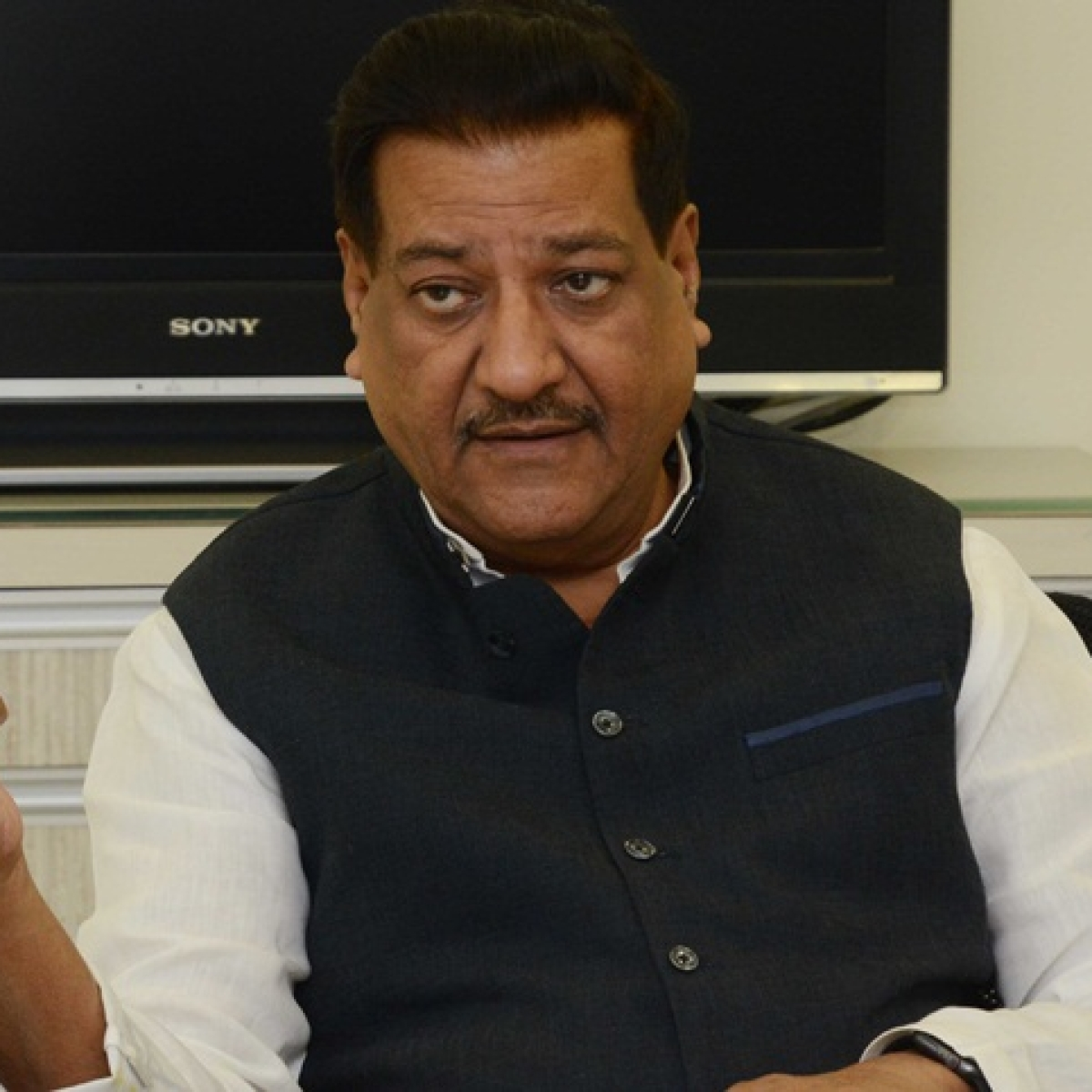 Former CM Prithviraj Chavan urged Maha govt to resume distribution of newspapers amid COVID-19 lockdown