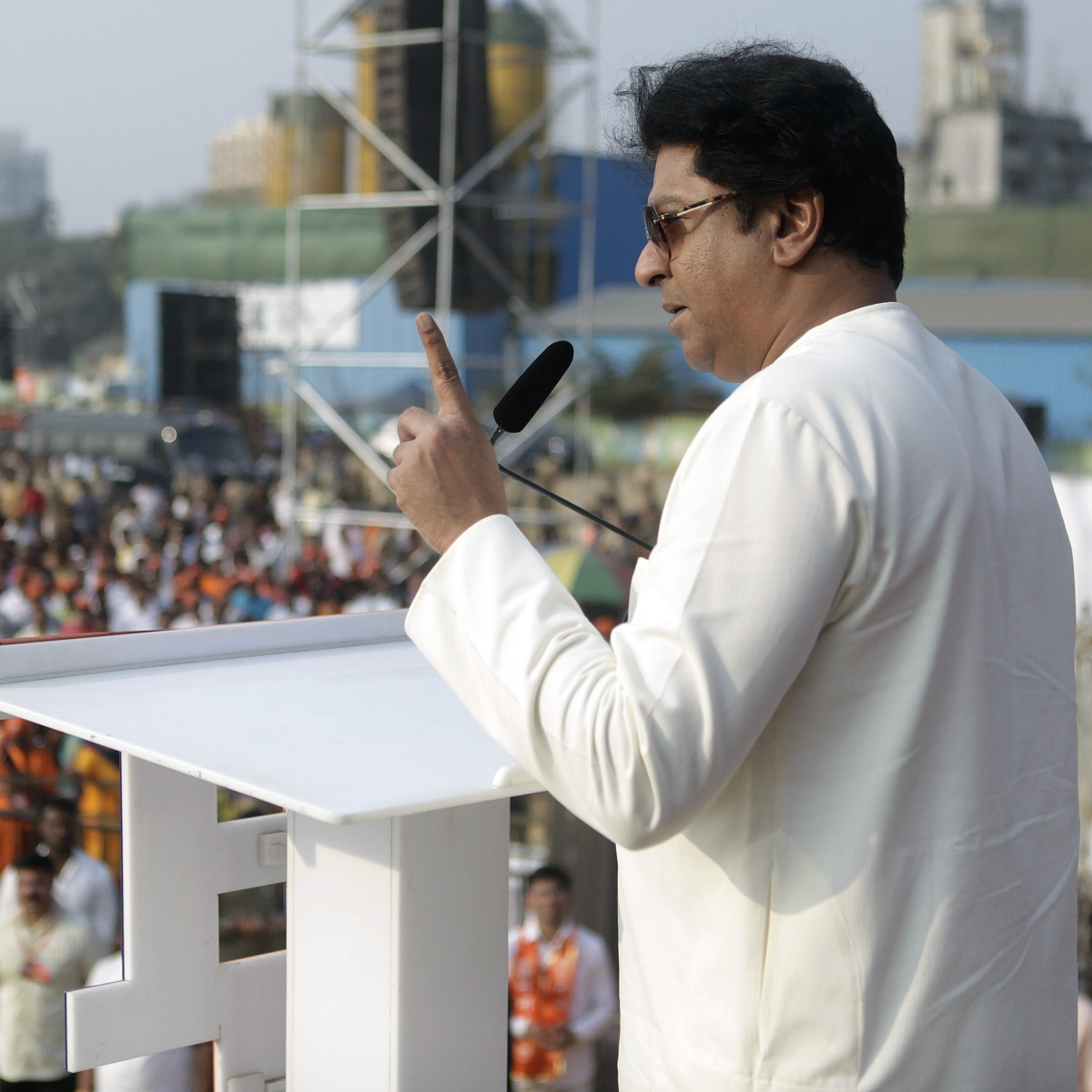 'Stones will be answered with stones, swords with swords': Raj Thackeray warns of 'befitting reply' to rallies against CAA, NRC