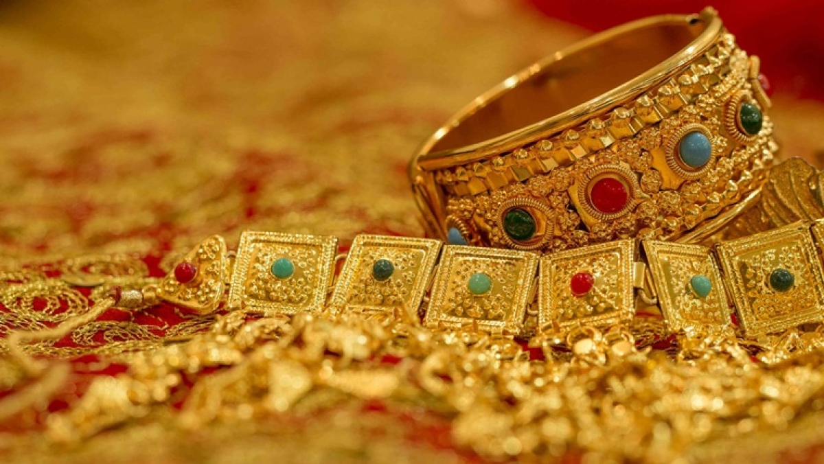 Gold Price Latest Update: Yellow metal price rises to Rs 48,234 per 10 gram
