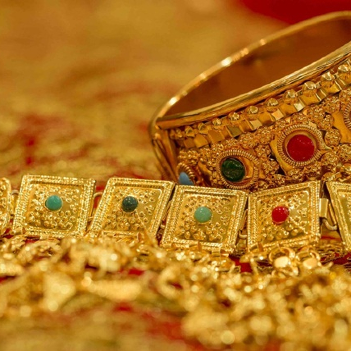 Gold Price Latest Update: Yellow metal price remains steady at Rs 48,354 per 10 gram