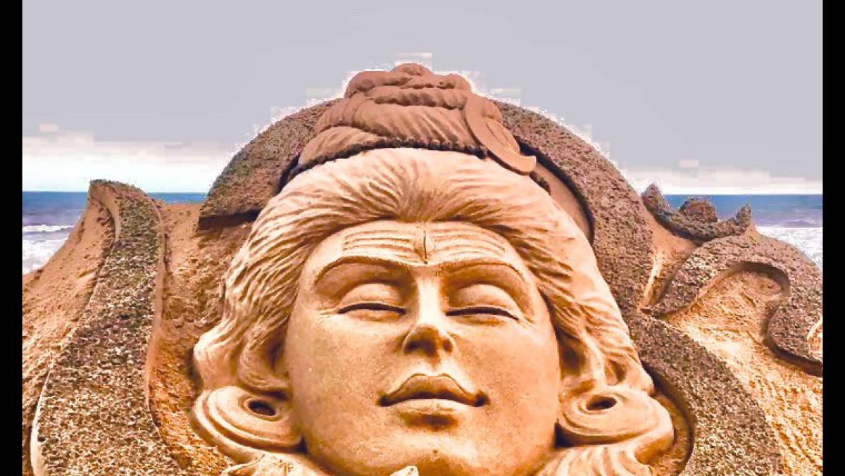 'Har Har Mahadev': Sand artist Sudarsan Pattnaik carves Lord Shiva on Maha Shivratri 2020
