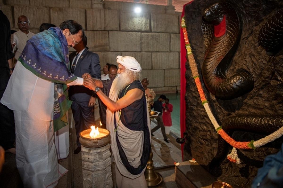 Maha Shivratri 2020: VP Venkaiah Naidu joins Sadhguru in celebrations at Isha Foundation