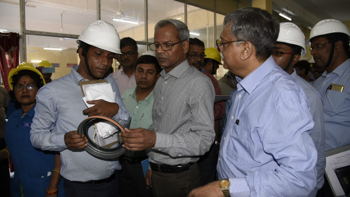 SER GM inspects Kharagpur Workshop