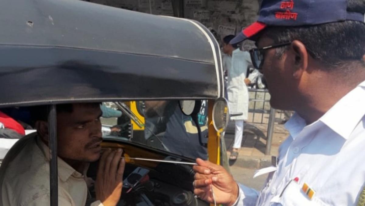 Mumbai: Police confiscate and burn nearly 250 earphones of erring auto-rickshaw drivers in Mira Bhayandar