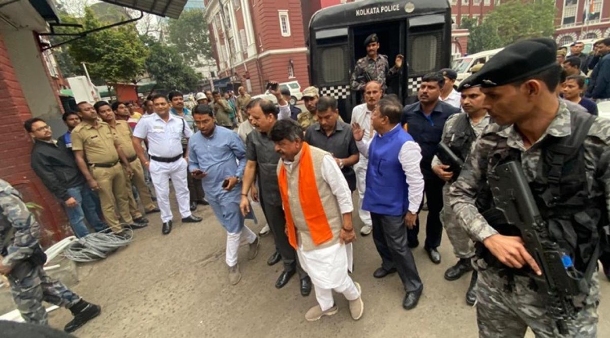 West Bengal: BJP leaders Kailash Vijaywargiya, Mukul Roy released after 5 hours of detention