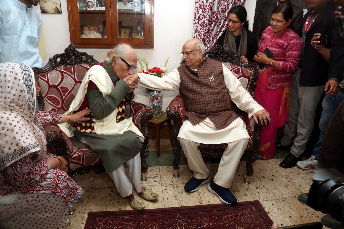 Eternal sunshine of the spotless mind:  MP Governor Lalji Tandon calls on Bashir Badr's birthday