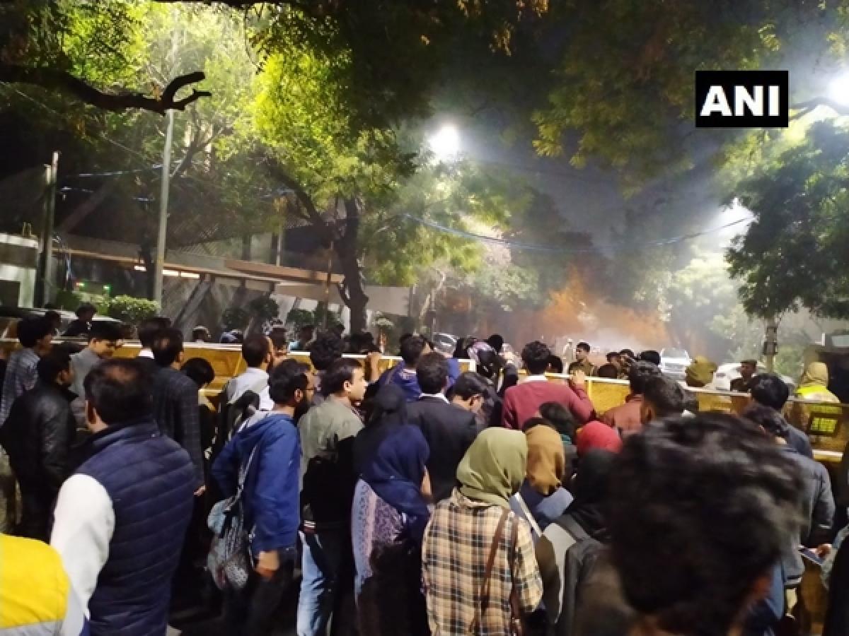 Delhi violence: Police disperse protestors gathered outside CM Arvind Kejriwal's residence