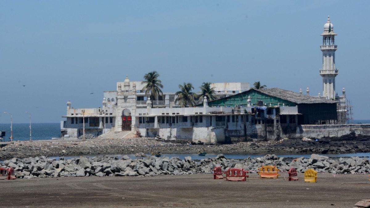 Dabbawallas cancel plans, Haji Ali empty: How Mumbai is going silent