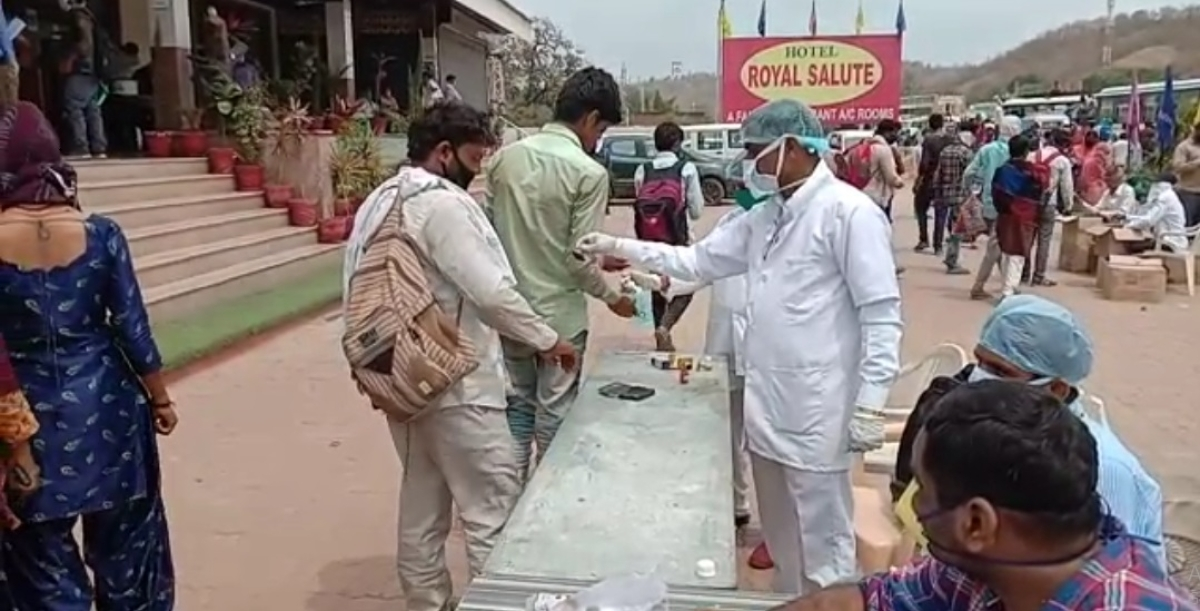Coronavirus in India: Migrant labourers return to Rajasthan but not before being screened for COVID-19