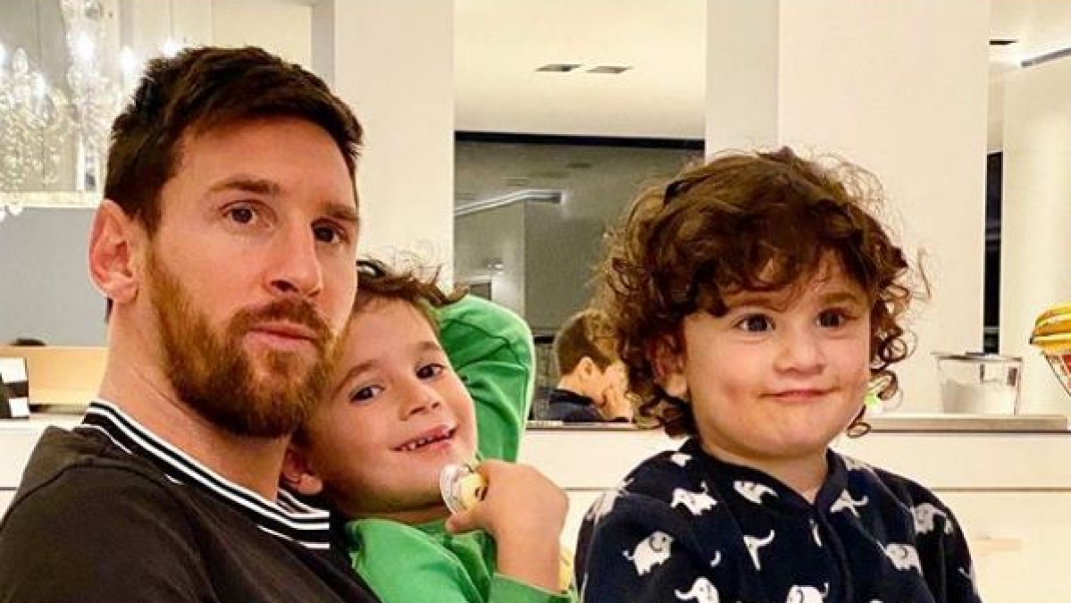 Lionel Messi with his kids