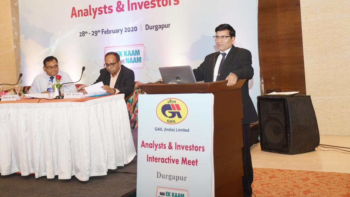 GAIL Director (Finance) reviews 'Urja Ganga' progress