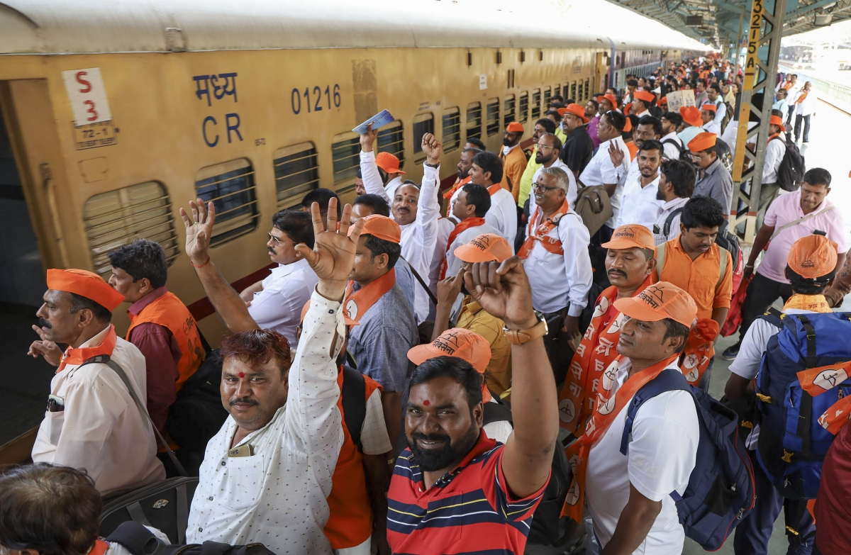 Special train carrying Shiv Sainiks leaves for Ayodhya