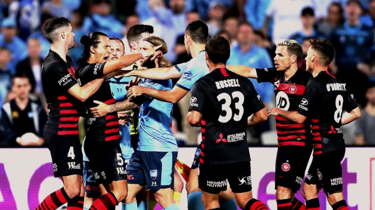 'Mission impossible': A-League football, Australia's last active sport, pulls plug