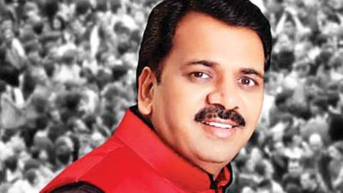 Mumbai: Absconding Narendra Mehta moves HC to quash rape FIR; HM Anil Deshmukh assigns case to crime unit