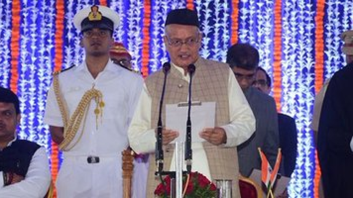 Maharashtra governor Bhagat Singh Koshyari (center)