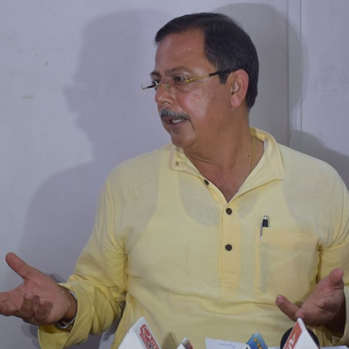 Register case for keeping Congress MLAs in captive: MP Ex-LoP Ajay Singh writes to DGP