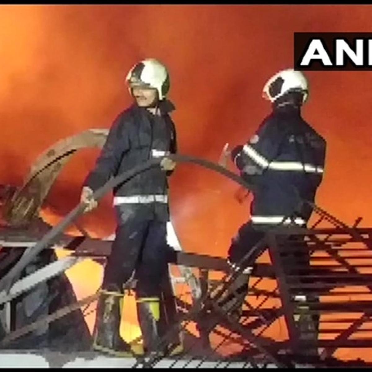Mumbai: Massive fire breaks out in a godown in Jogeshwari