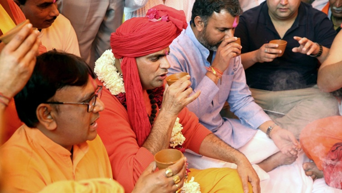 'Gaumutra par charcha!': Twitter horrified by Akhil Bharat Hindu Mahasabha's unique 'tea party'