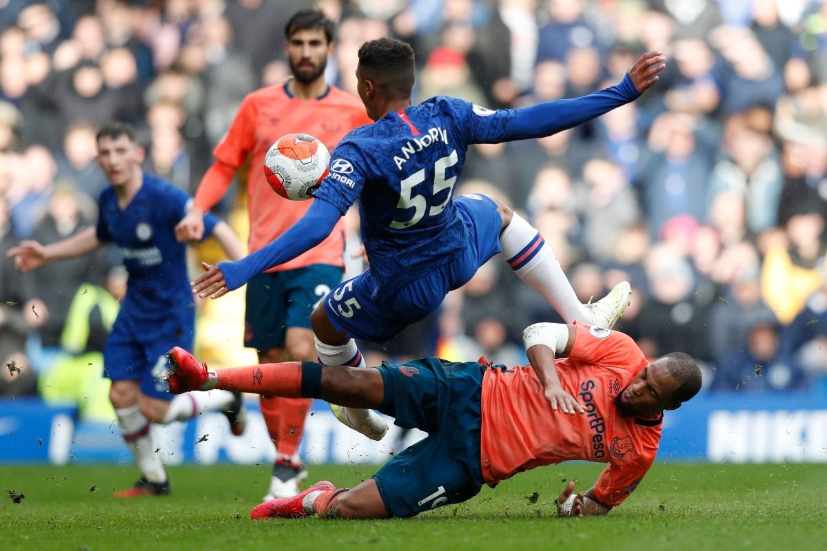 Premier League: Chelsea thrash Everton