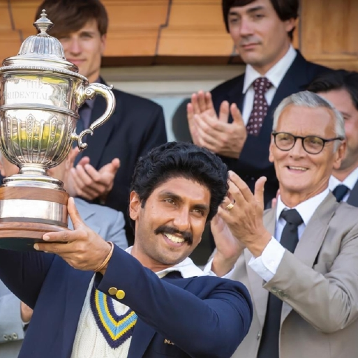 Ranveer Singh recreates Kapil Dev's iconic '83 world cup lifting moment