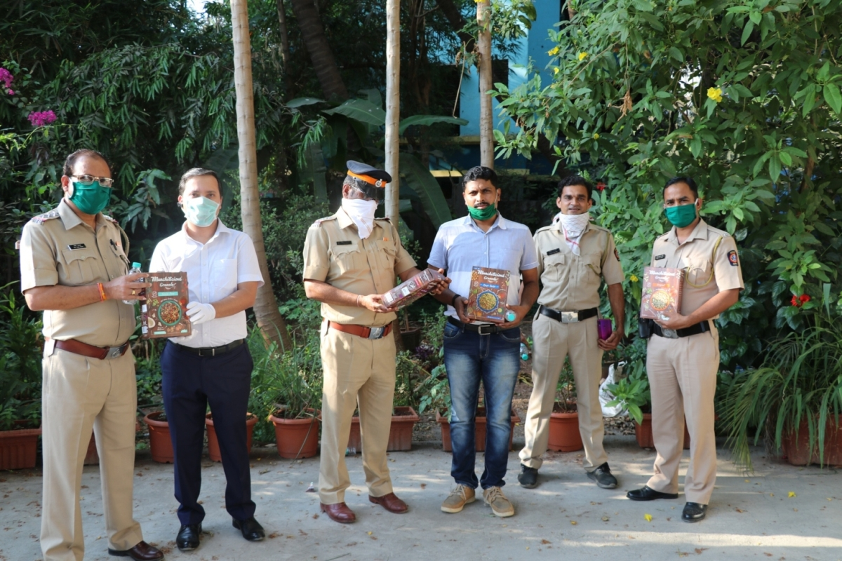 SOCH Foods donates 6,000 healthy nutrient-rich packs to the Mumbai Police