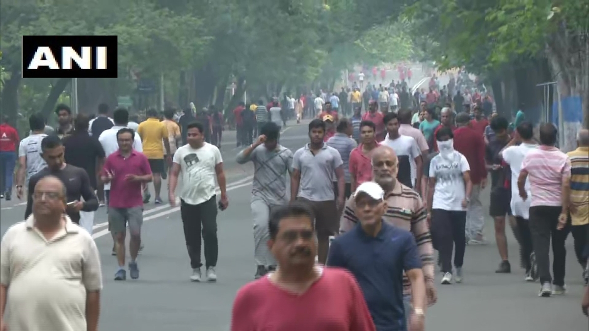 'These educated morons....': Twitter furious after people in Nagpur exercise on streets to 'build immunity system' to fight coronavirus