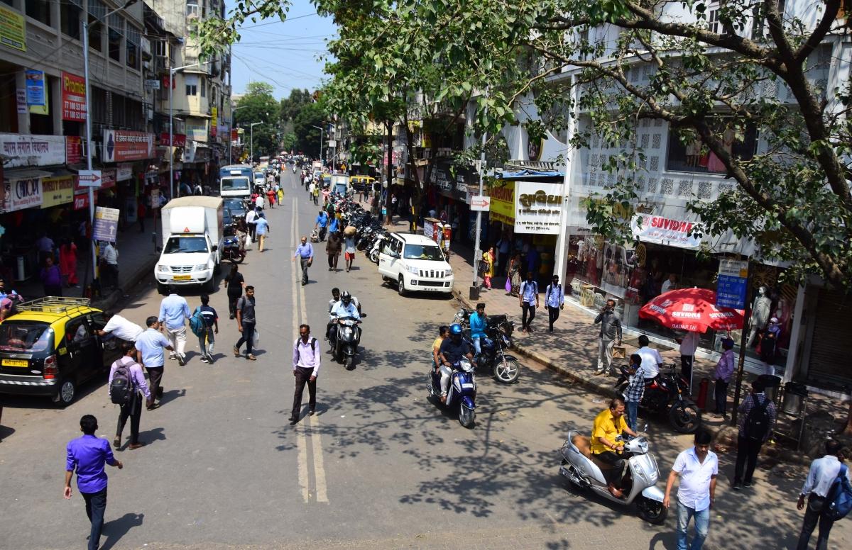 Sparse crowd at Dadar market