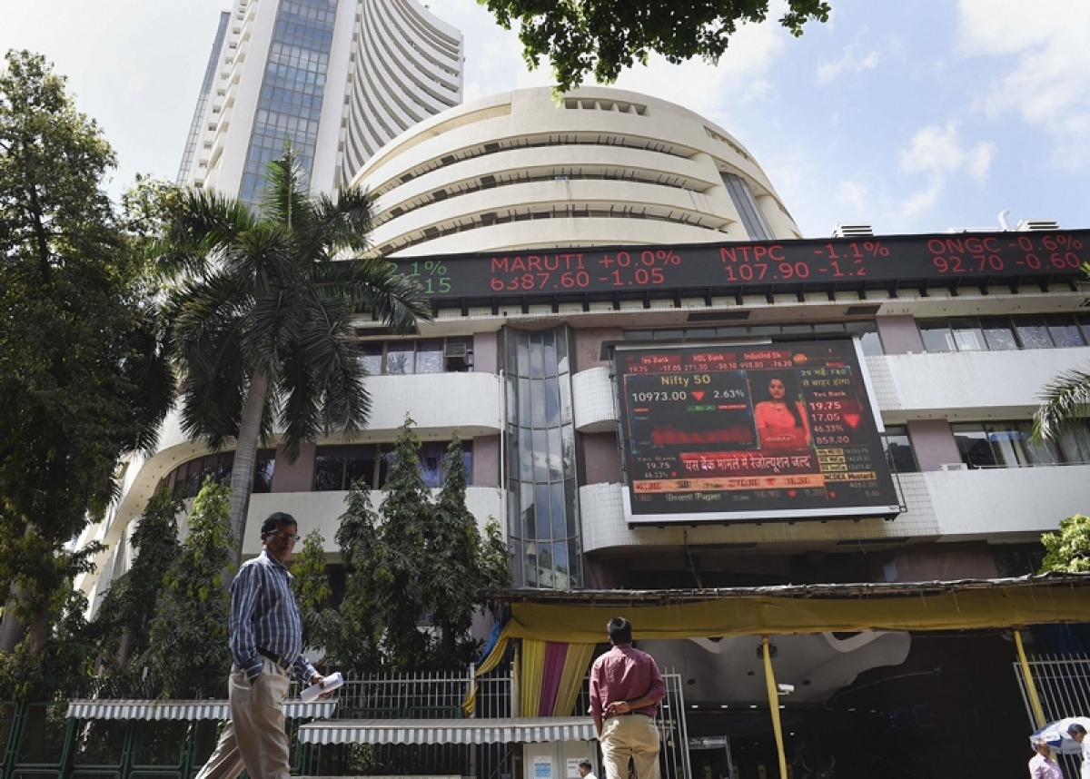 Markets continue to plummet as Sensex drops by 3,200 points; marks 2-year low