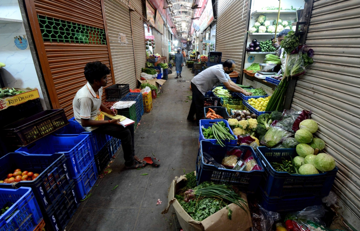Excess supply derails vegetable market, no fresh arrival till stocks last