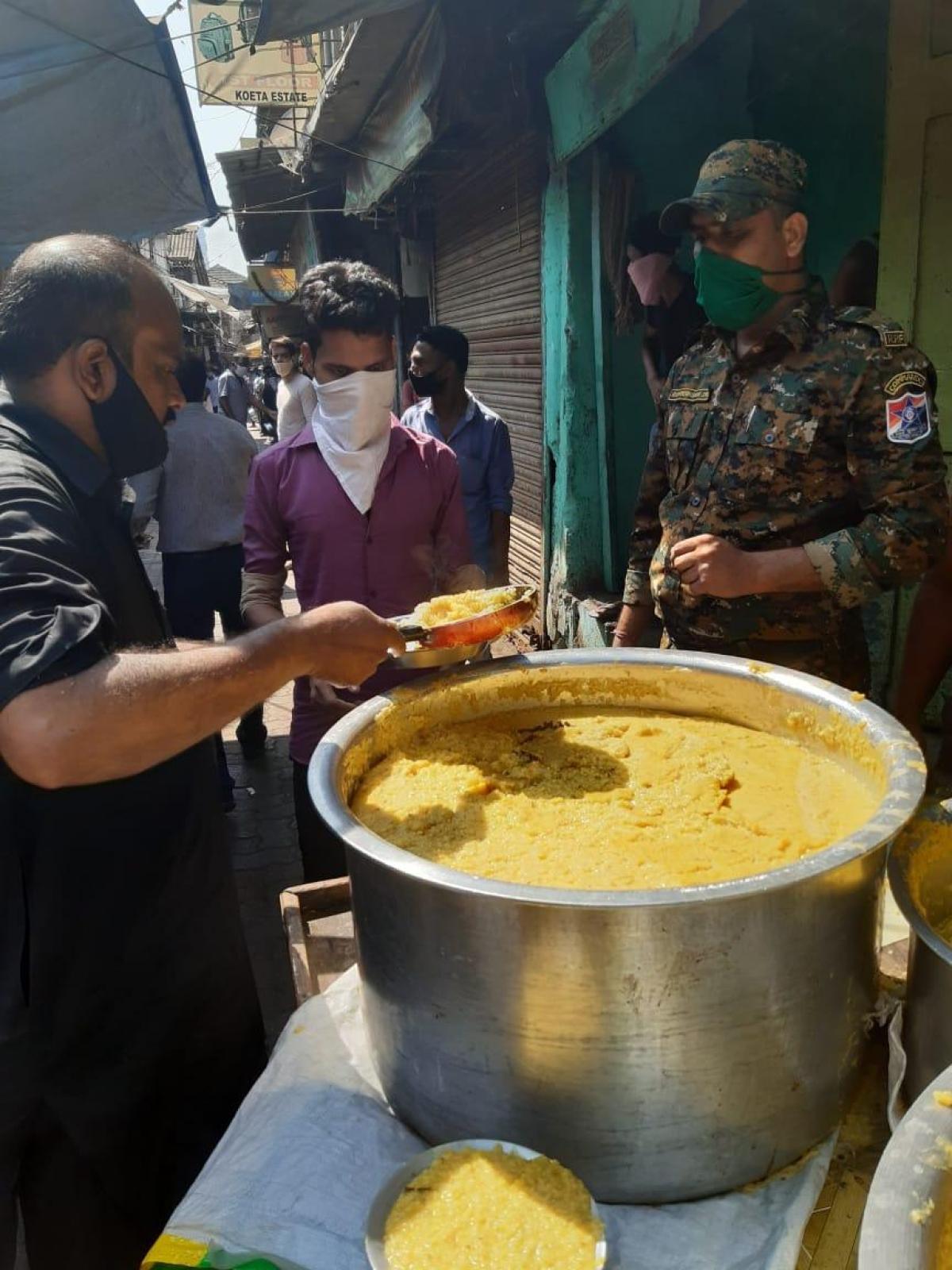 Coronavirus Lockdown: Western Railway RPF, IRCTC distribute food packages to poor; see pics