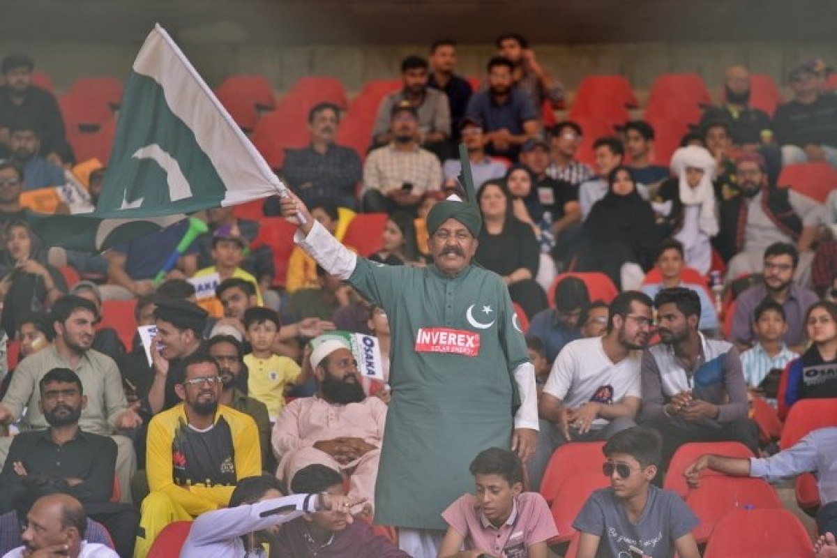 A fan waving Pakistan national flag in the ongoing PSL played at National Stadium, Karachi.