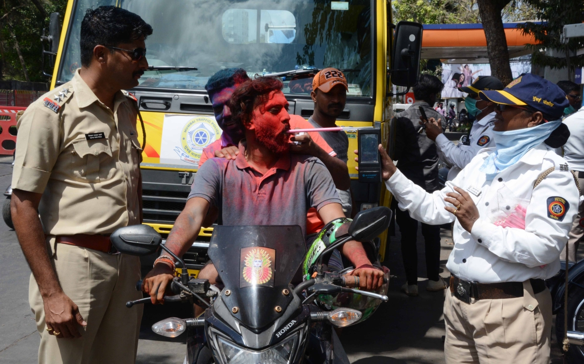 Mumbai Traffic Police administer breath analysis test to commuters to curb drunk driving.