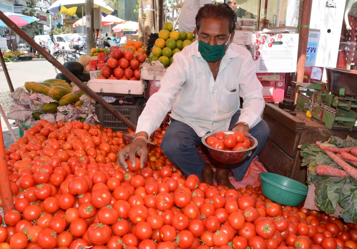 Maharashtra: No ban on sale of fish, meat & fruits; hotels allowed to operate for home deliveries amid coronavirus lockdown