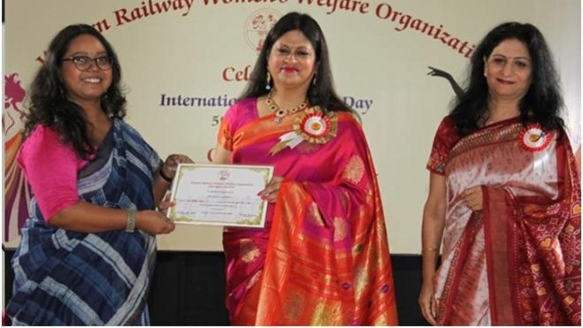 Tanuja Kansal, WRWWO President felicitates 35 women railway employees