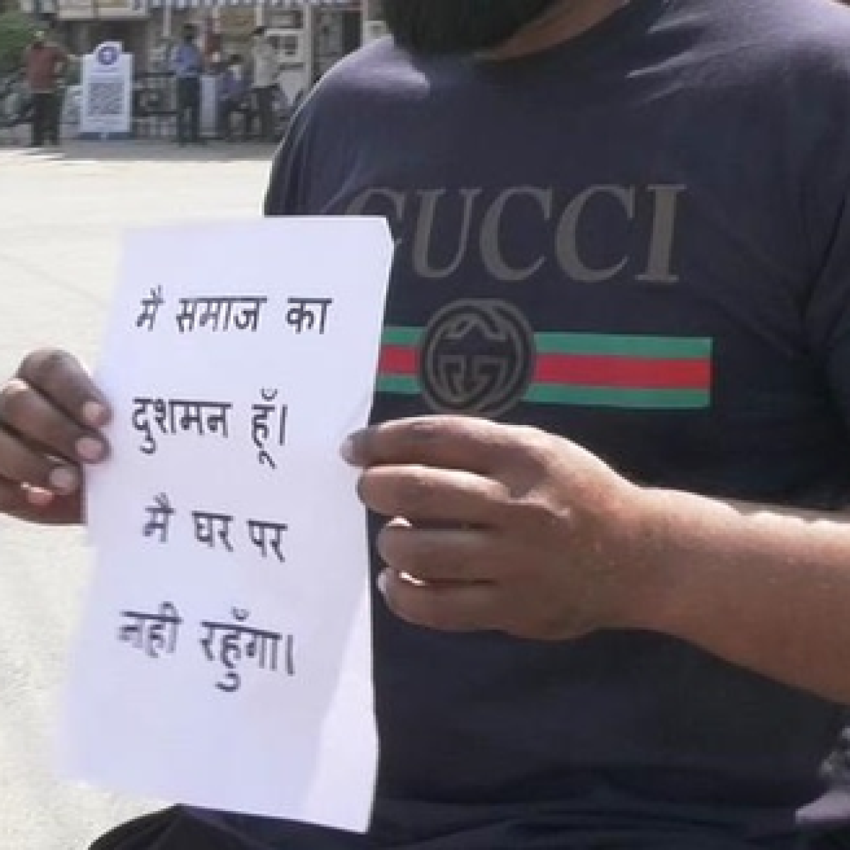 'I am an enemy of society': UP Police make vagrants pose to record their stupidity during Janata Curfew