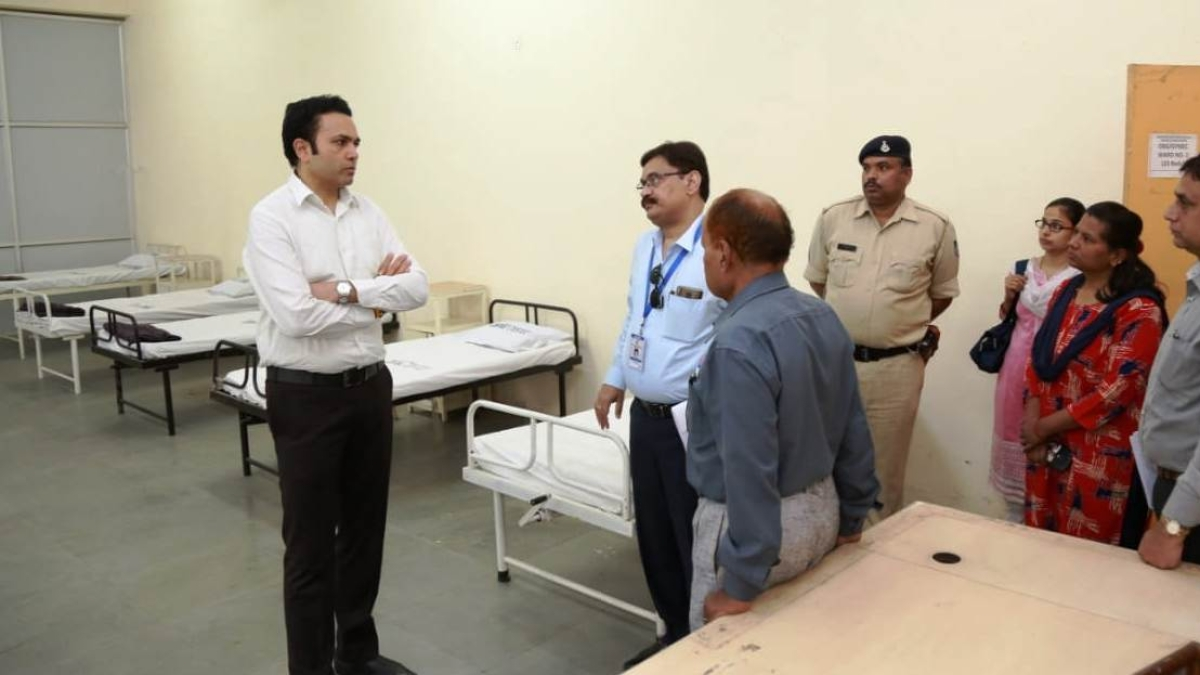 Divisional Commissioner Akash Tripathi on Wednesday inspected the facilities at Jagadguru Dattatray College of Pharmacy at Simhasa