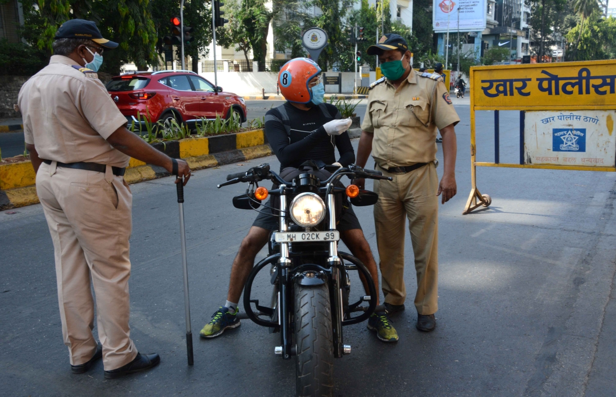 Police checking every vehicle in khar sv road during lock down in the wake of Coronavirus pandemic in Mumbai on Monday.