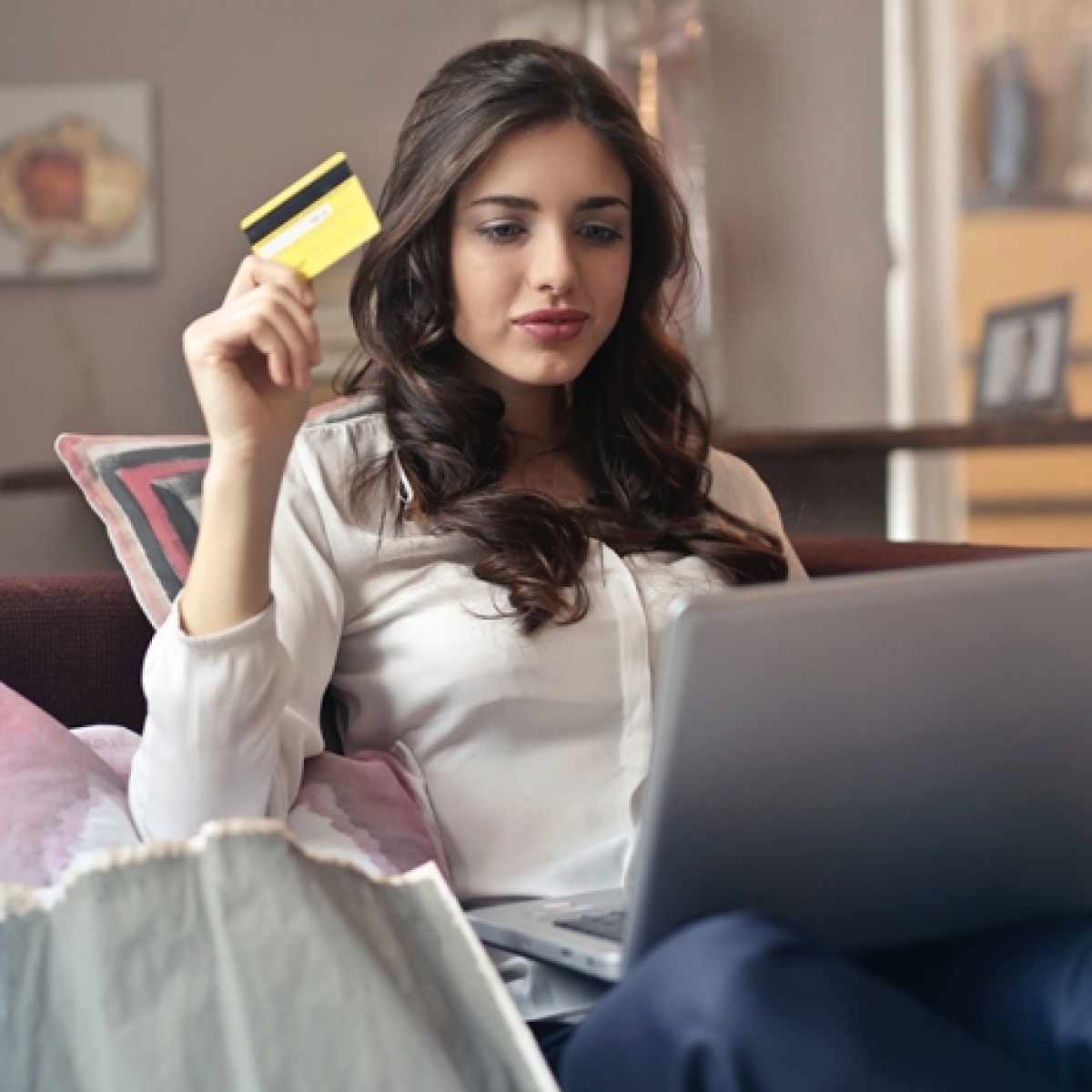 Hey, shopaholics! Now you can get paid to shop online