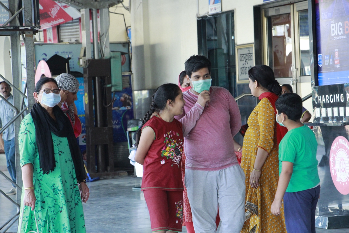 Latest coronavirus update: Patients throng Mumbai clinics for minor signs