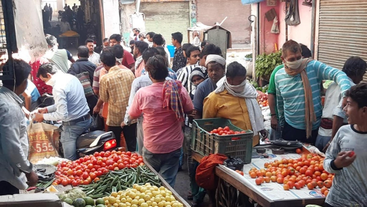 Coronavirus in Mumbai: Amid lockdown, Tomatoes sold at Rs 100 per kg