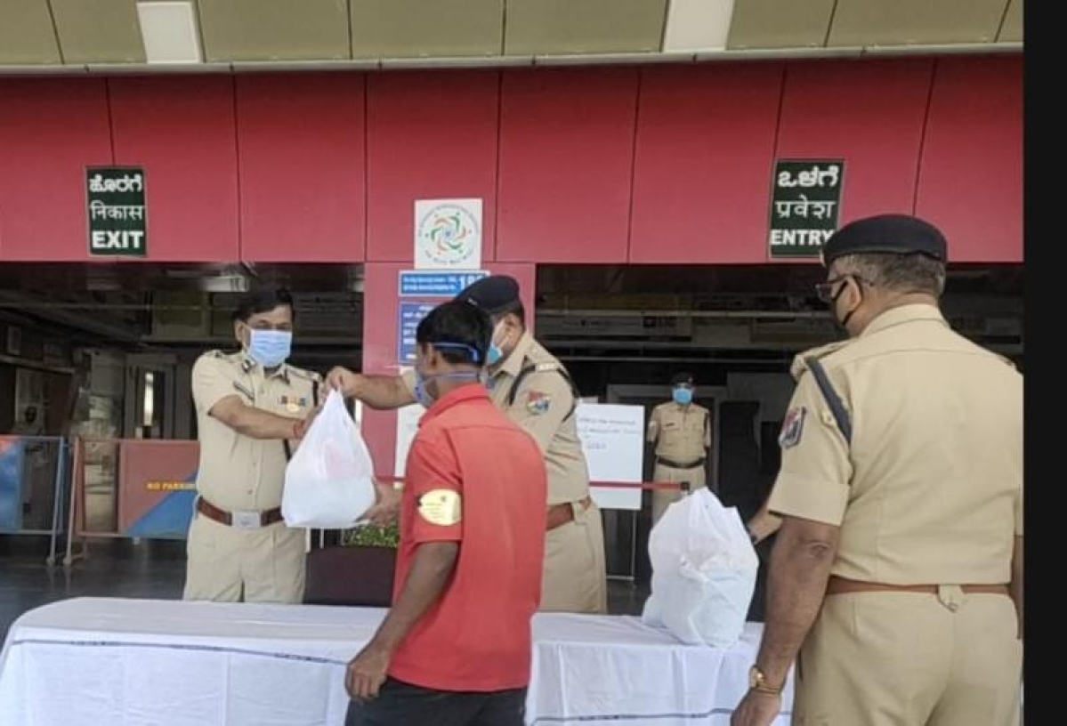 RPF distributes food items to railway porters