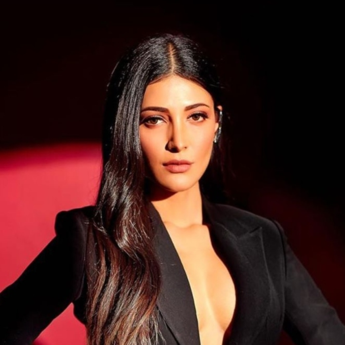 Janta Curfew: Shruti Haasan is confused about people holding mini concerts in balconies, not maintaining social distancing