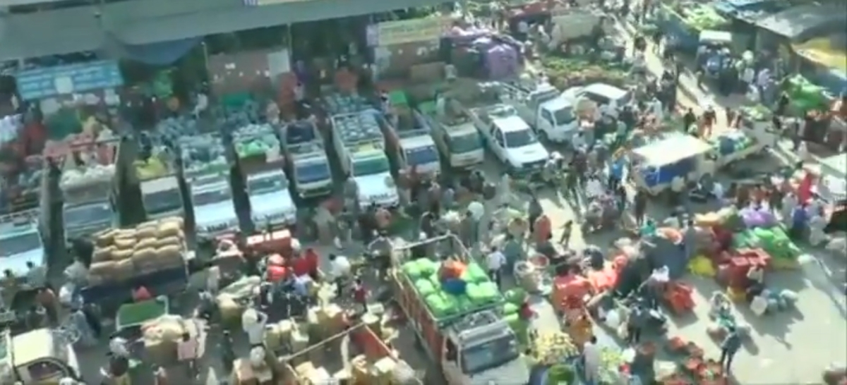 Social distancing missing? Ludhiana's vegetable market witnesses heavy crowd amid lockdown due to coronavirus; Watch video