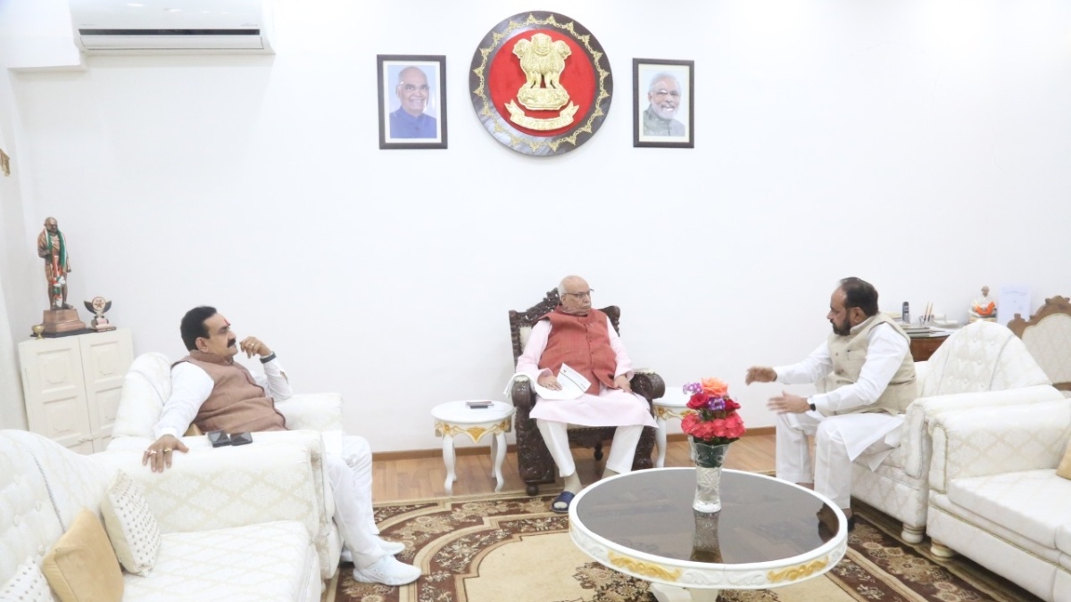 Governor Lalji Tandon with BJP leaders.