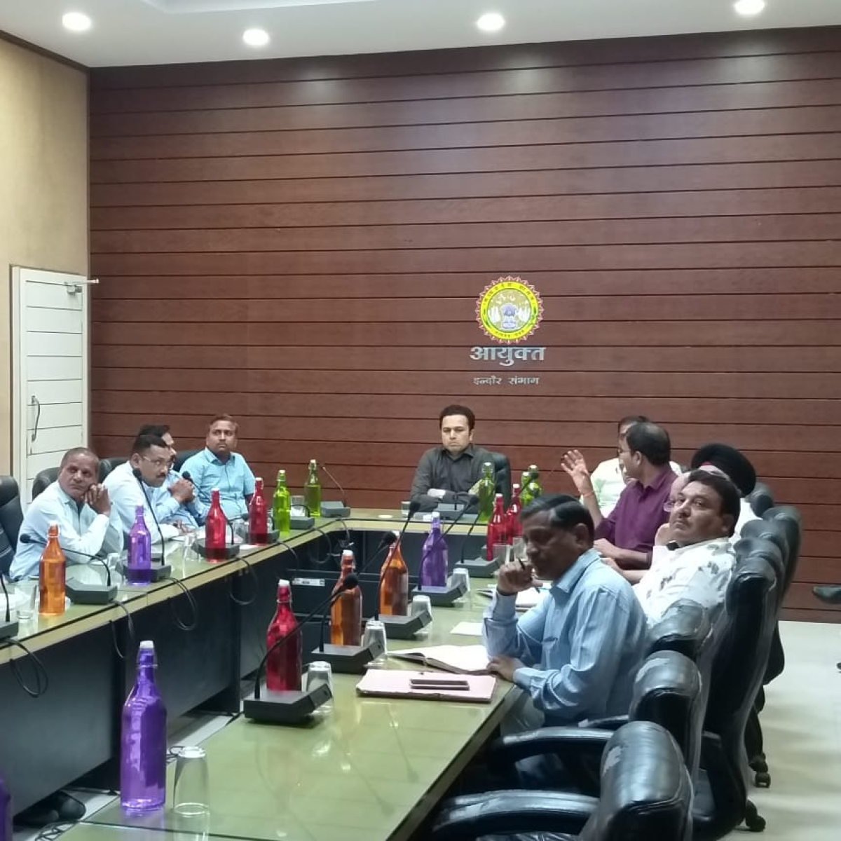 Indore: Divisional commissioner Akash Tripathi holds review meeting on development works