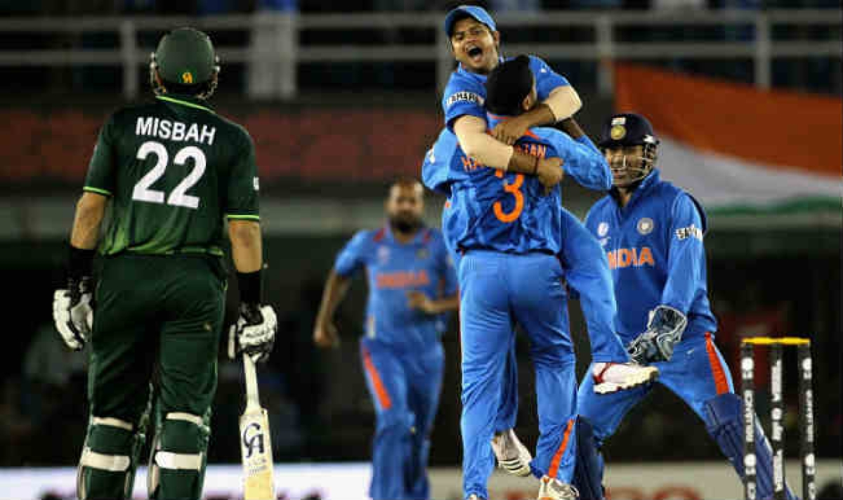 Team India celebrated after bowling out Pakistan for 231