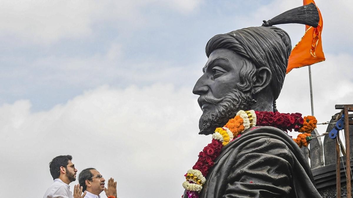 Maha CM Uddhav Thackeray pays tribute to Chhatrapati Shivaji on anniversary day