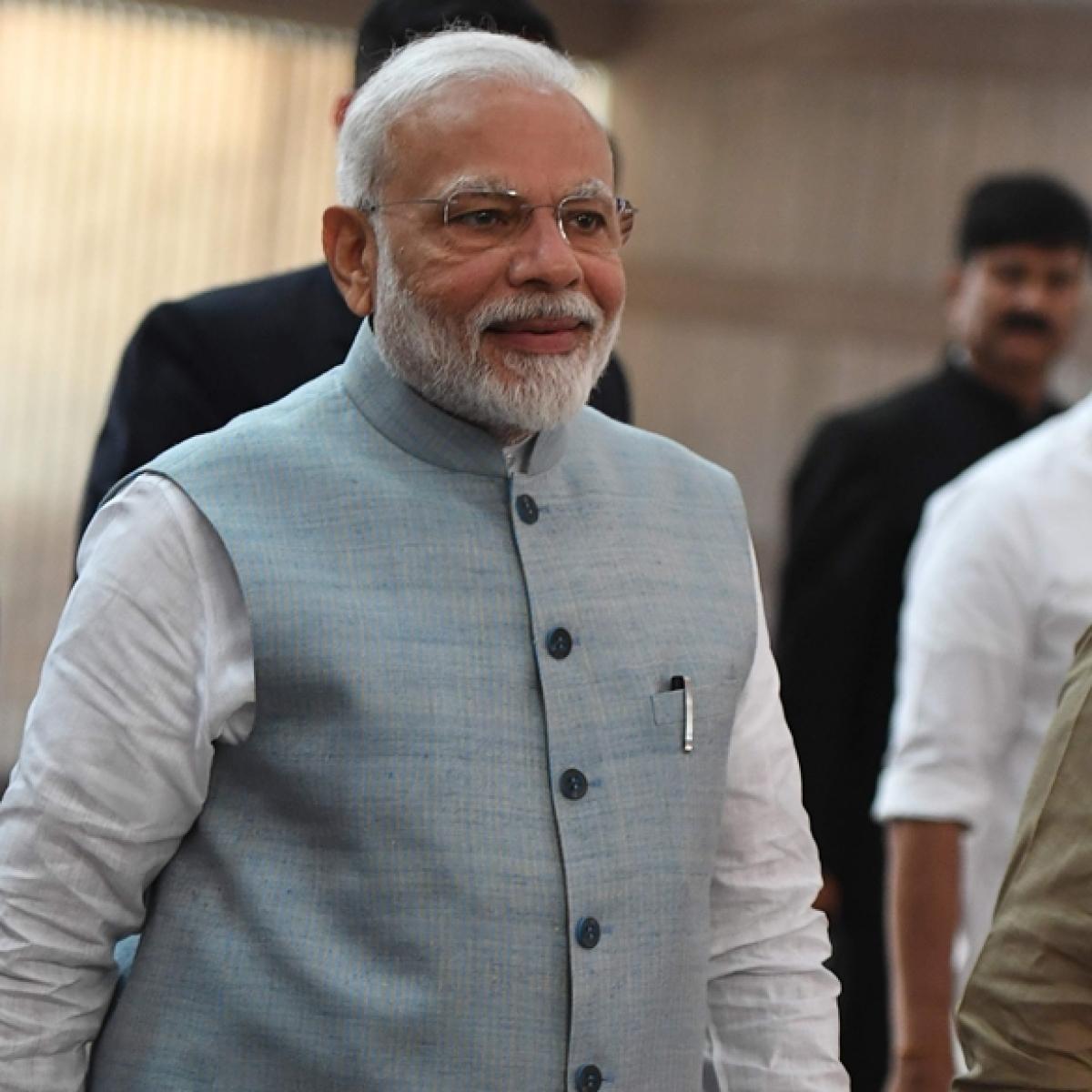 PM Modi pep talk to MPs; has a dig at Manmohan Singh